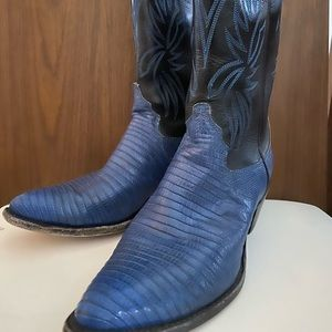 Vintage Blue/Black Lizard Skin Design.